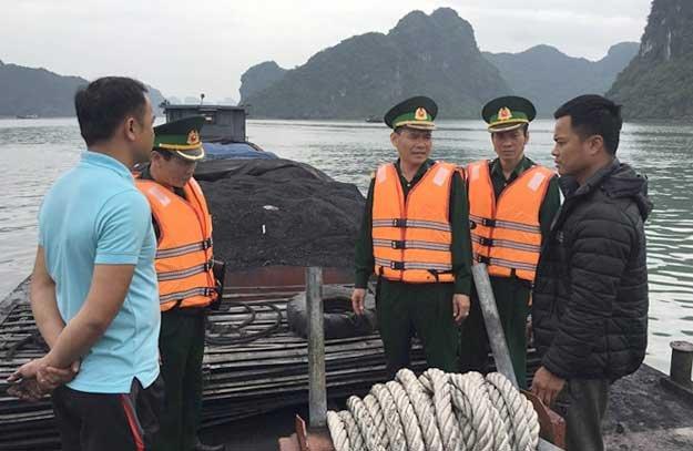 Bat giu 2 tau cho hang tram tan than trai phep tren bien Hai Phong hinh anh 2