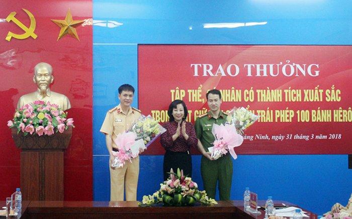 Thuong nong Canh sat Quang Ninh bat xe o to bien so Lao cho 100 banh heroin hinh anh 1