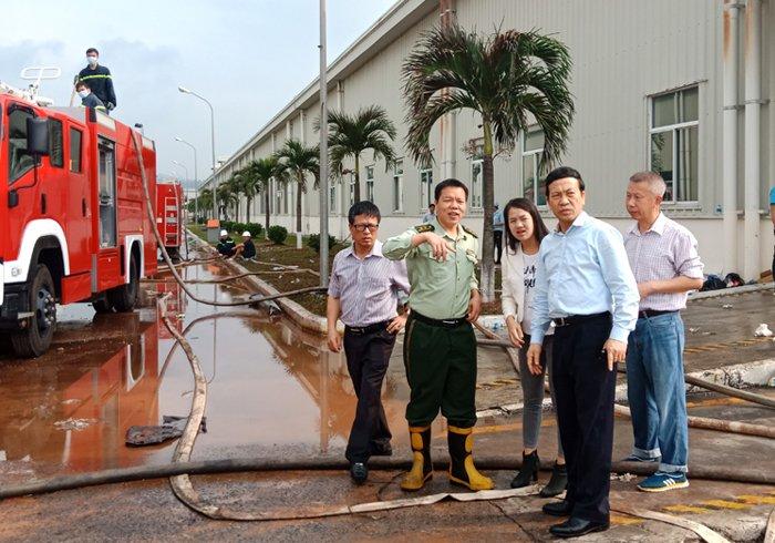 Chay lon khu cong nghiep o Quang Ninh: Canh sat PCCC Trung Quoc ho tro chua chay hinh anh 1