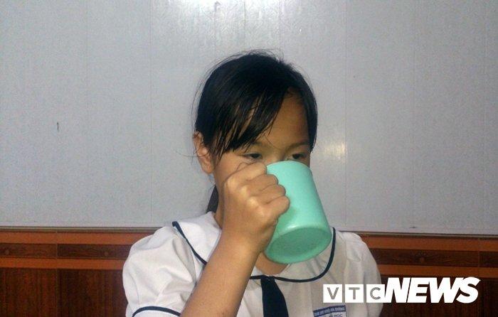 Co giao o Hai Phong phat hoc sinh uong nuoc giat gie lau bang hinh anh 2