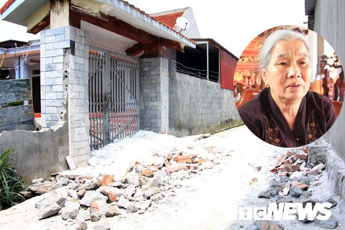 Video: Nhom nguoi ngang nguoc 'lap chien luy' truoc nha truong ho o Hai Phong hinh anh 2