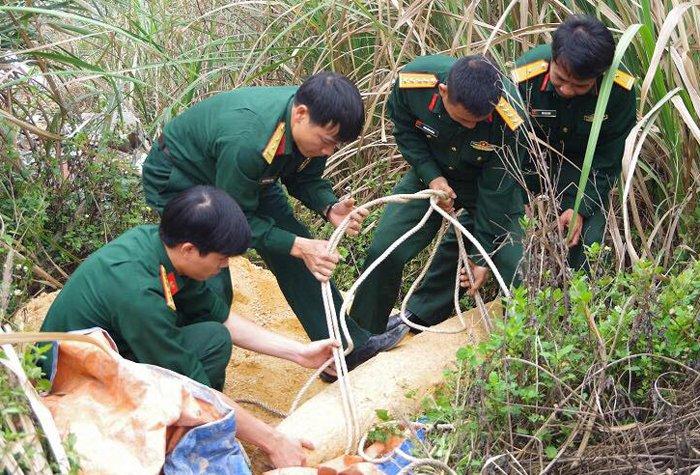 Phat hien qua bom nang 250kg trong bai lau say o Quang Ninh hinh anh 1