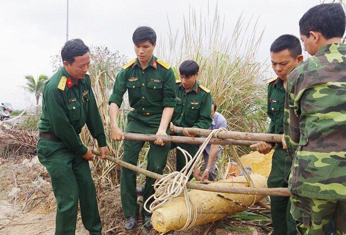 Phat hien qua bom nang 250kg trong bai lau say o Quang Ninh hinh anh 2