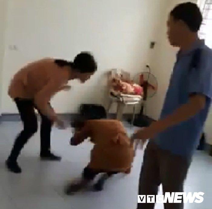 Clip: Chong bi loi keo, vo tim tan noi danh sap mat truong nhom Hoi Thanh Duc Chua Troi Me hinh anh 2