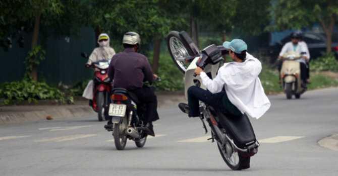 """Nhung loi vi pham """"ngo ngan"""" khi ban dieu khien xe gan may hinh anh 1"""