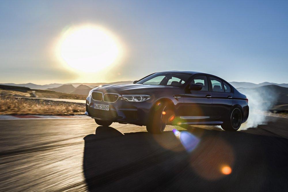 Ra mat BMW M5 nam 2018: Choang vi thoi gian dat toc hinh anh 1