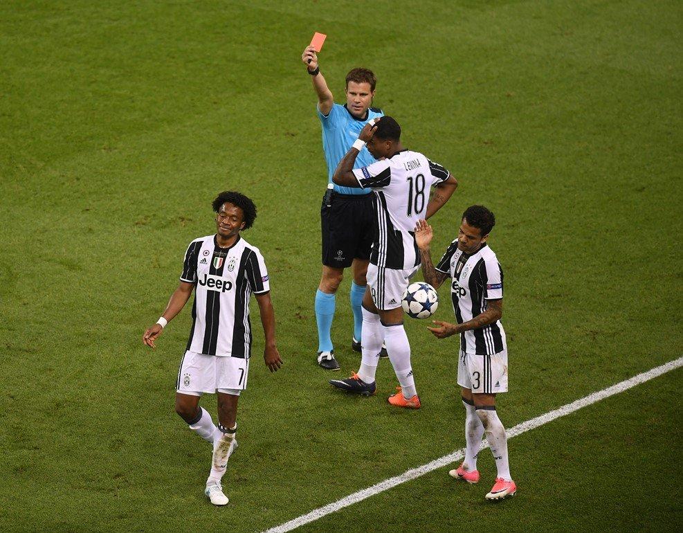 Sergio Ramos an va tho thien khien cau thu Juventus nhan the do hinh anh 1