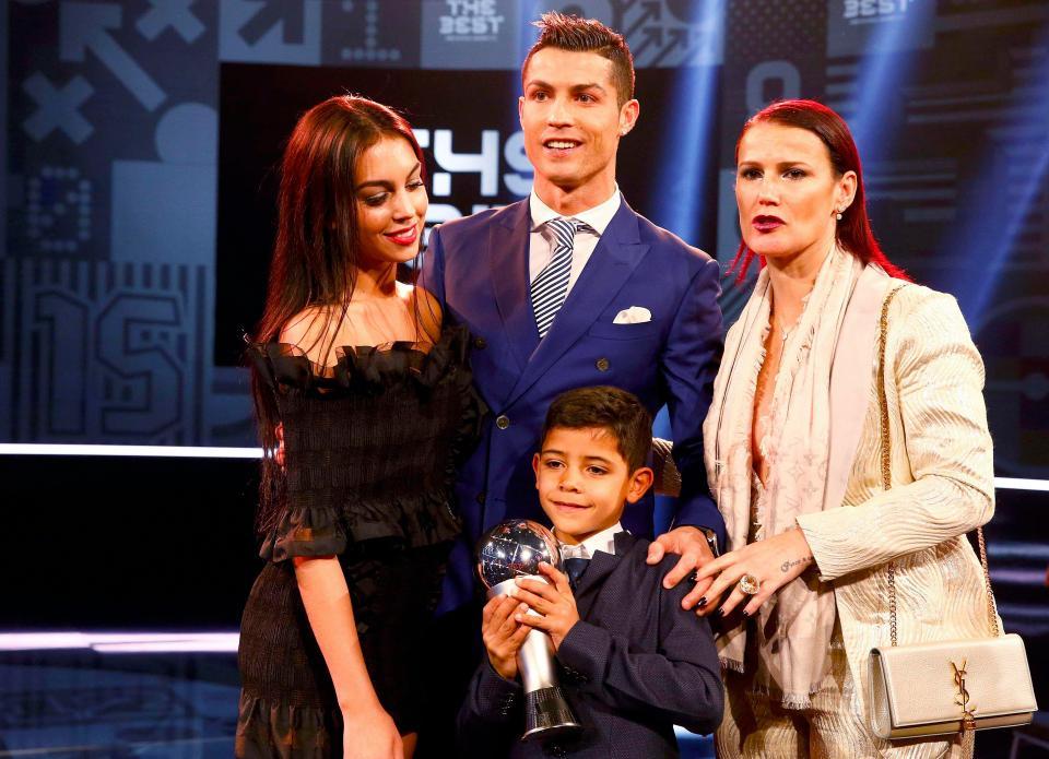 Ronaldo co them con rieng, ban gai dang mang bau se ung ho tuyet doi? hinh anh 3