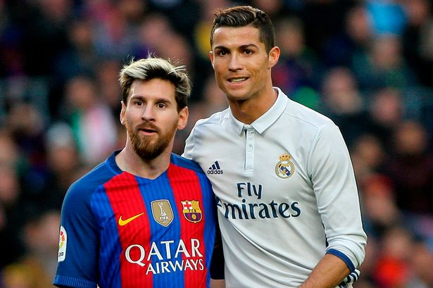 Gianh Qua bong Vang 2017, Ronaldo can bang ky luc voi Messi hinh anh 2