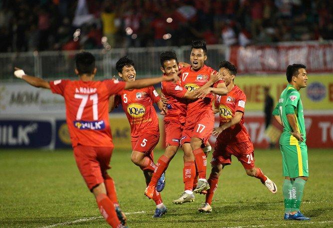 Dan anh tiec khi Van Thanh chi duoc da V.League hinh anh 1