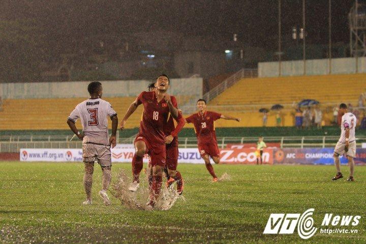 U22 Viet Nam gap doi thu yeu, HLV Huu Thang cau troi khong mua hinh anh 1