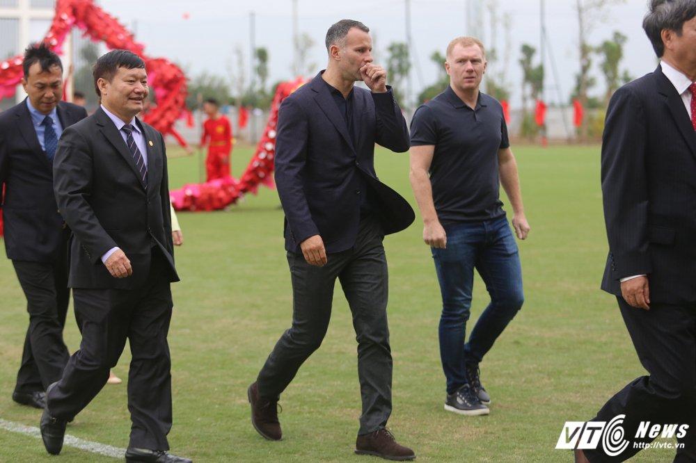 Giggs va Scholes khong he 'noi bua', Viet Nam du suc du World Cup 2030 hinh anh 2