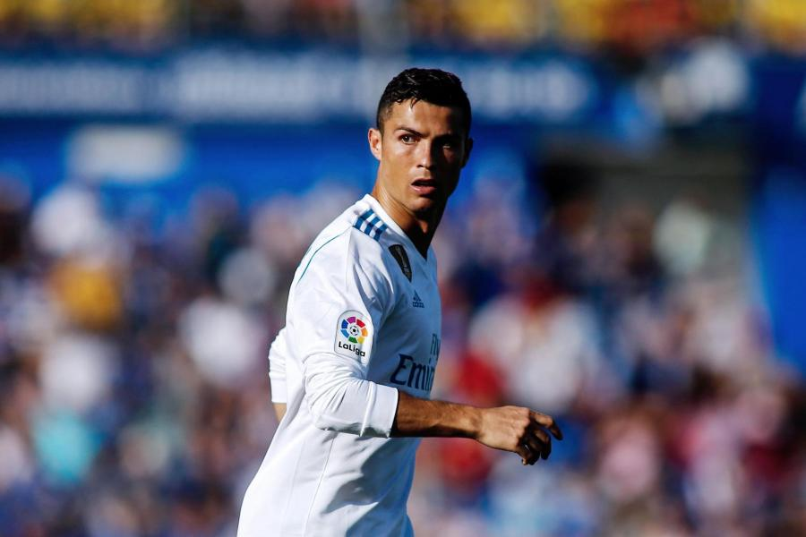 4 nac thang giup Ronaldo vuot Messi gianh Qua bong Vang 2017 hinh anh 4