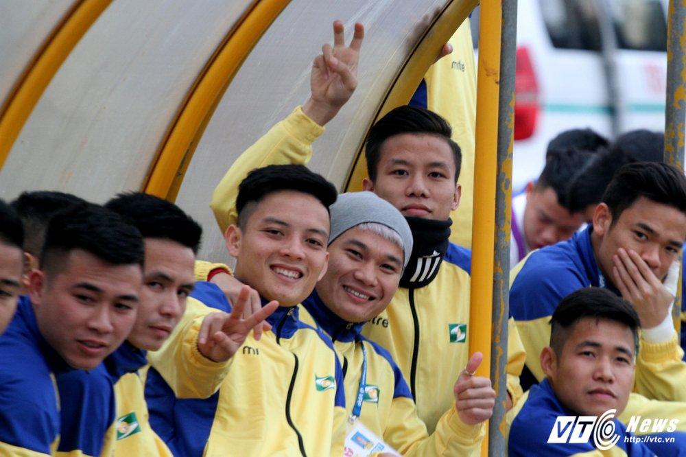 Video truc tiep Than Quang Ninh vs Ha Noi vong cuoi V-League 2017 hinh anh 10