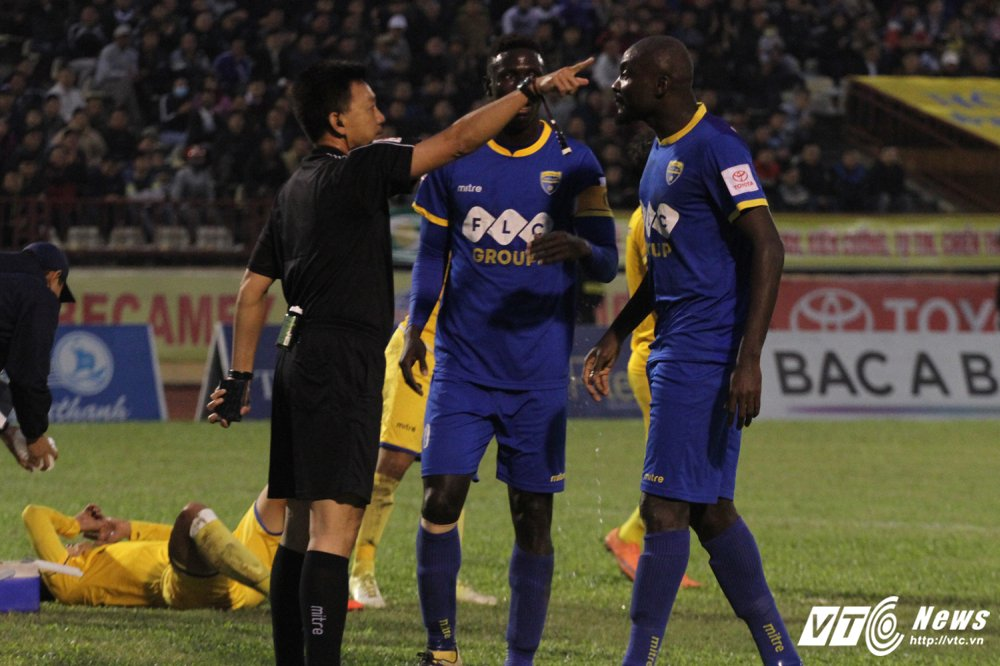 Video truc tiep Than Quang Ninh vs Ha Noi vong cuoi V-League 2017 hinh anh 4