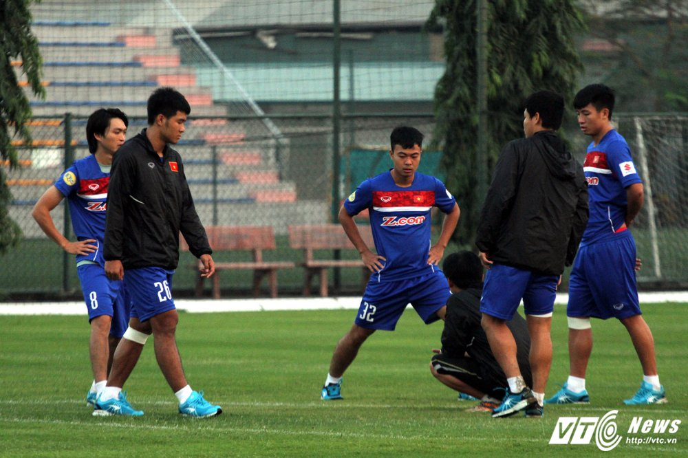 Thay Cong Phuong di hoc, ghe tham quan bau Duc o U23 Viet Nam hinh anh 4