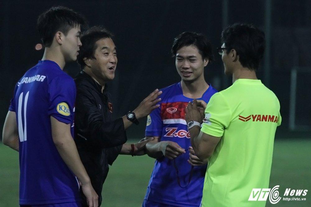 Thay Cong Phuong di hoc, ghe tham quan bau Duc o U23 Viet Nam hinh anh 3