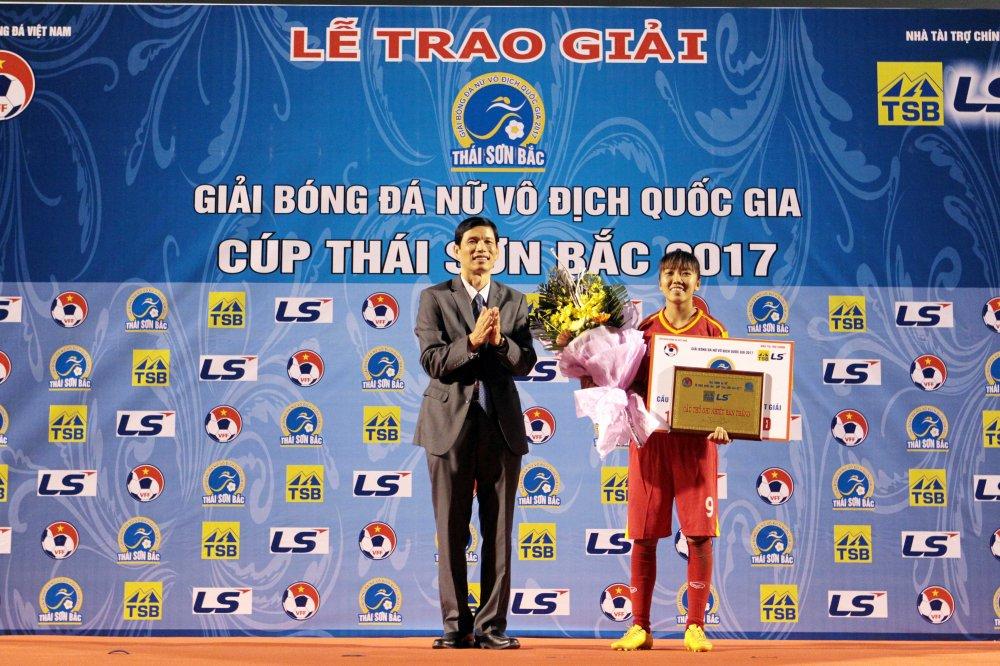 Video: Thua luan luu, cau thu Phong Phu Ha Nam khoc nhu mua hinh anh 16