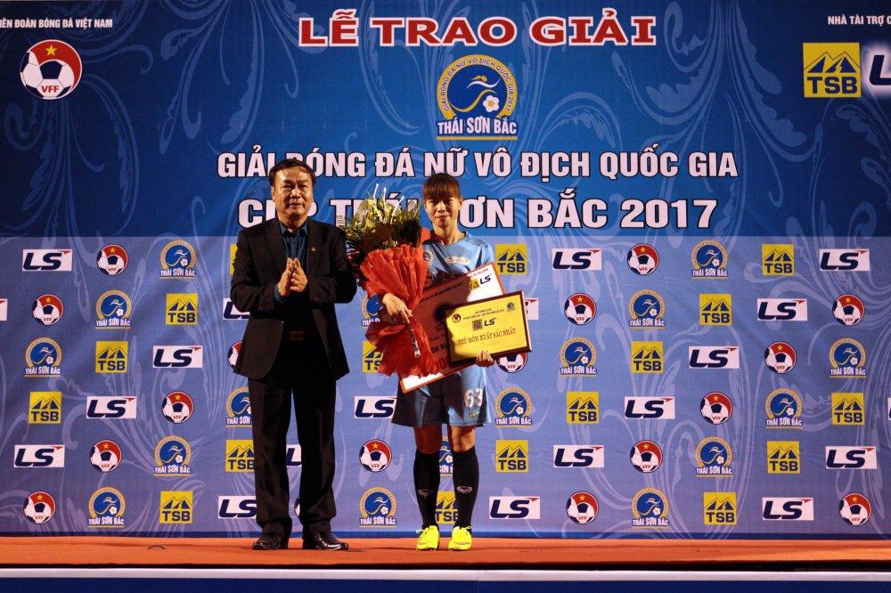 Video: Thua luan luu, cau thu Phong Phu Ha Nam khoc nhu mua hinh anh 15