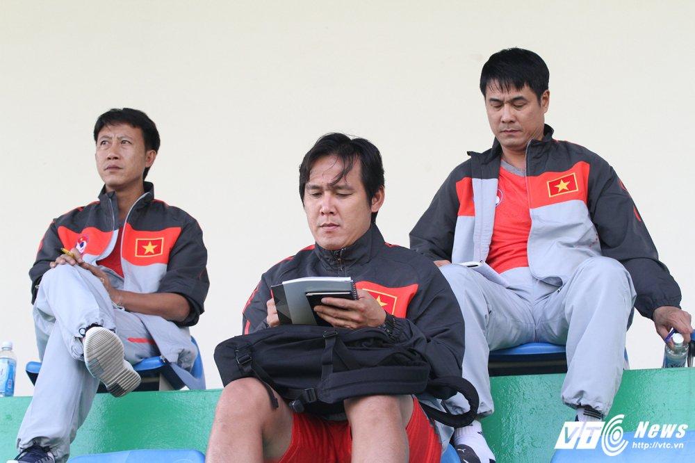 HLV Huu Thang cap sach theo hoc dong nghiep Park Hang Seo hinh anh 1