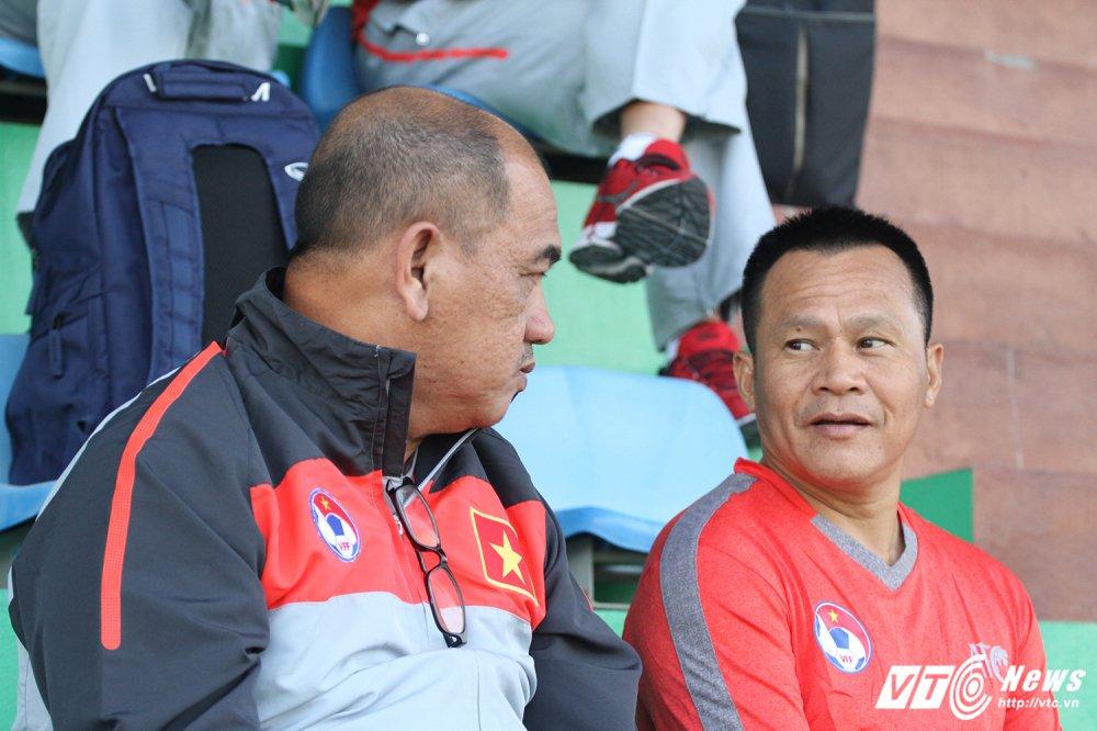 HLV Huu Thang cap sach theo hoc dong nghiep Park Hang Seo hinh anh 4