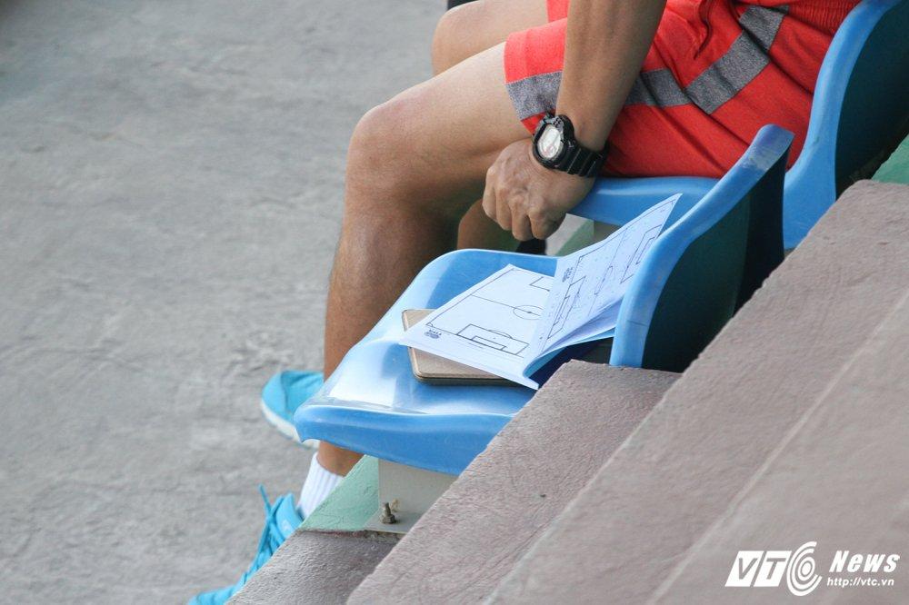 HLV Huu Thang cap sach theo hoc dong nghiep Park Hang Seo hinh anh 6