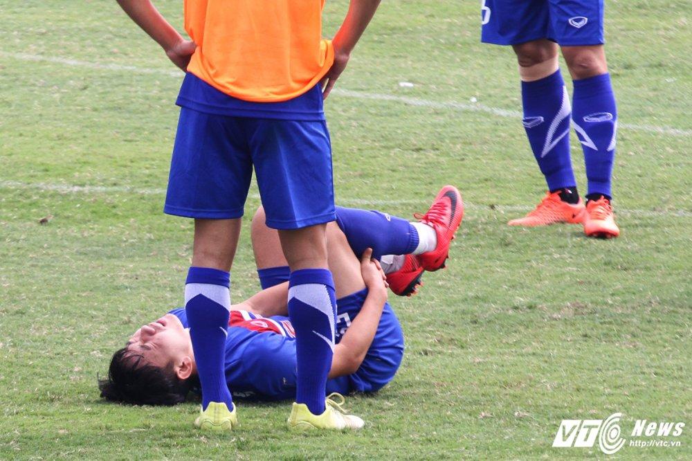 Quan bau Duc chan thuong nang, chia tay U23 Viet Nam hinh anh 1