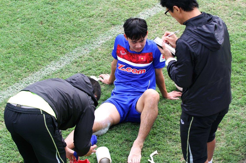Quan bau Duc chan thuong nang, chia tay U23 Viet Nam hinh anh 3