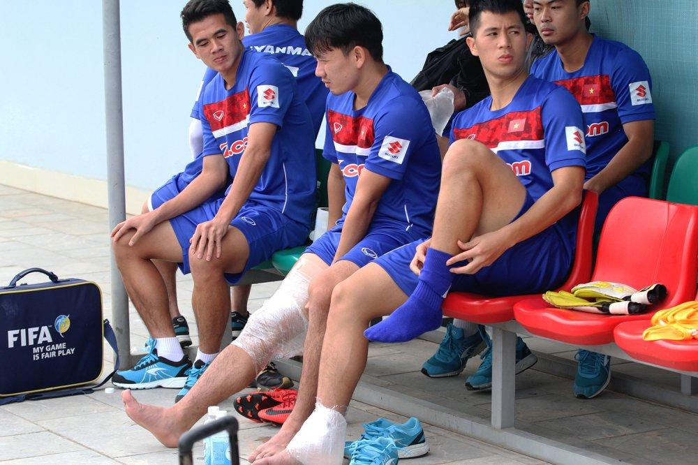 Quan bau Duc chan thuong nang, chia tay U23 Viet Nam hinh anh 5