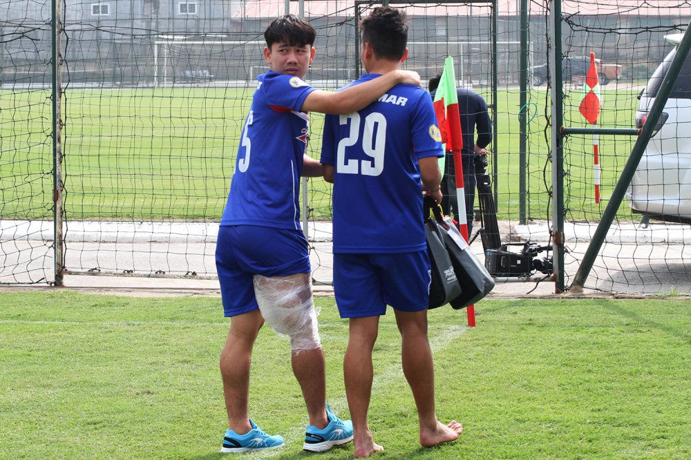 Quan bau Duc chan thuong nang, chia tay U23 Viet Nam hinh anh 4