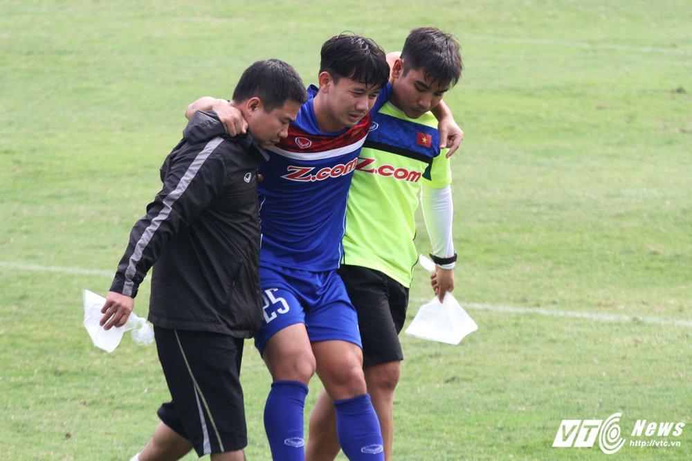 Quan bau Duc chan thuong nang, chia tay U23 Viet Nam hinh anh 2