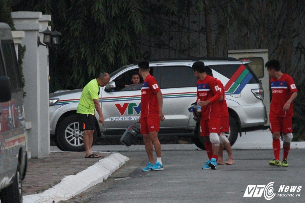 Di chan dat ve phong, cau thu U23 Viet Nam bi HLV Park Hang Seo nhac nho hinh anh 1