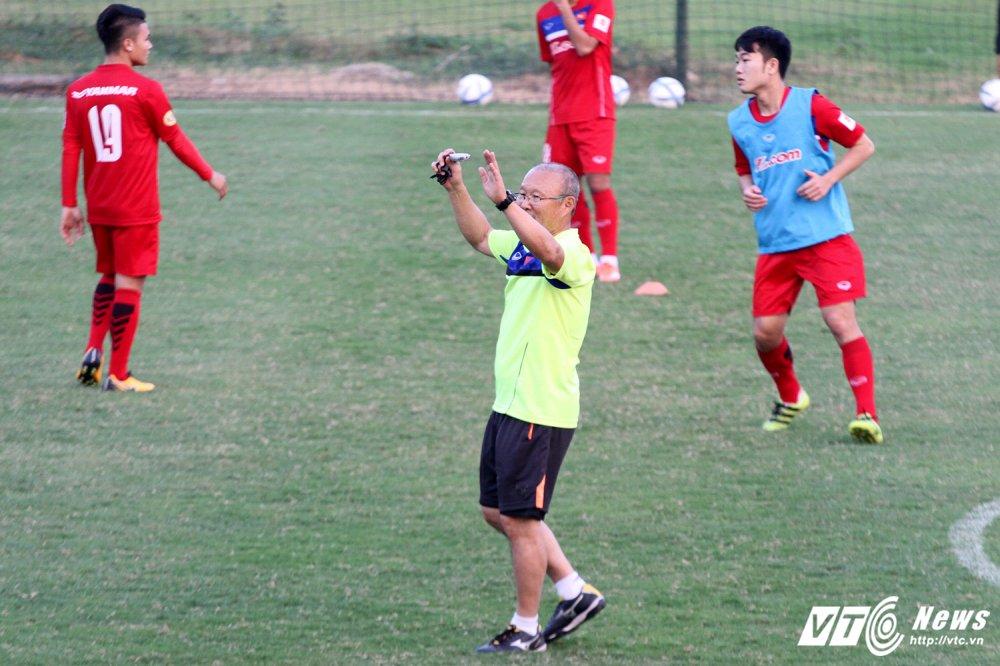 Cong Phuong va dong doi cham hieu, HLV Park Hang Seo ho het khan co hinh anh 3
