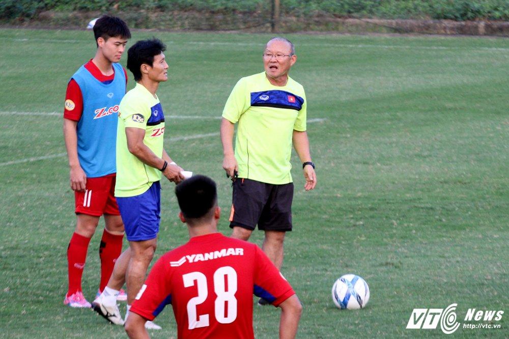 Cong Phuong va dong doi cham hieu, HLV Park Hang Seo ho het khan co hinh anh 2