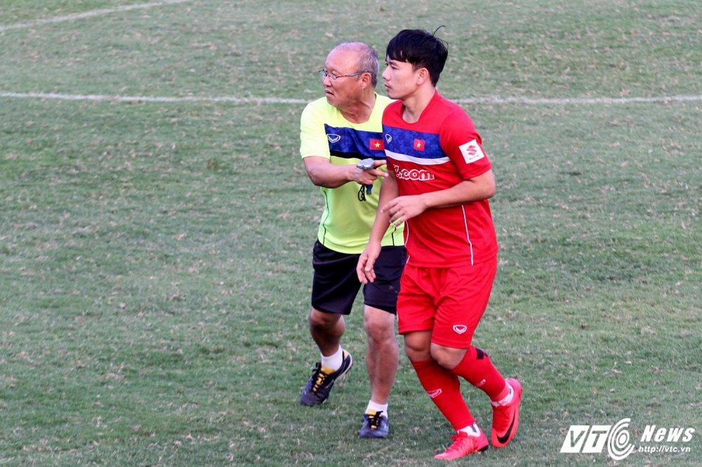 Cong Phuong va dong doi cham hieu, HLV Park Hang Seo ho het khan co hinh anh 7