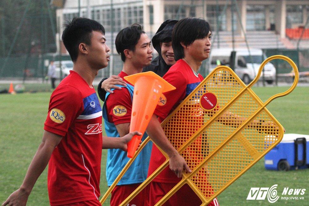Di chan dat ve phong, cau thu U23 Viet Nam bi HLV Park Hang Seo nhac nho hinh anh 3