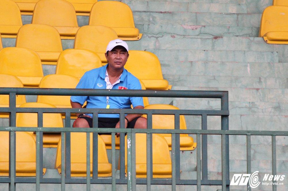 U19 Viet Nam cang minh tap luyen, HLV Tran Minh Chien 'toa son quan ho dau' hinh anh 6
