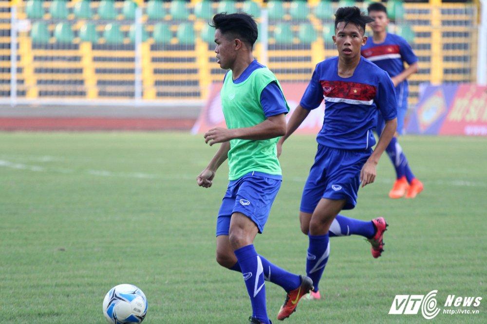 U19 Viet Nam cang minh tap luyen, HLV Tran Minh Chien 'toa son quan ho dau' hinh anh 5