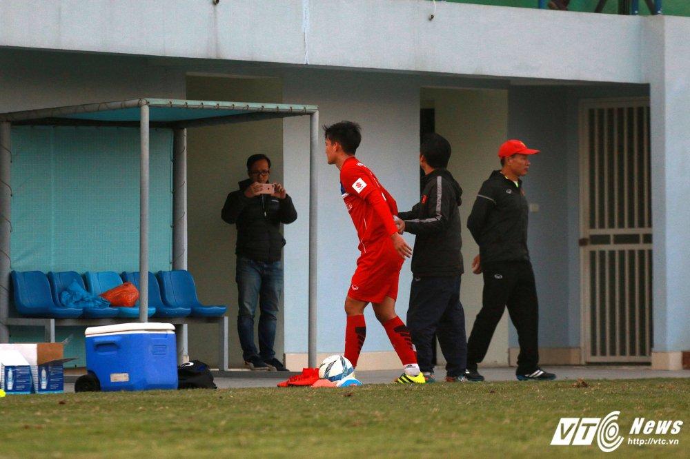 Ngan Cong Phuong ghi ban, hau ve U23 Viet Nam gia nhap nhom 'thuong binh' hinh anh 3