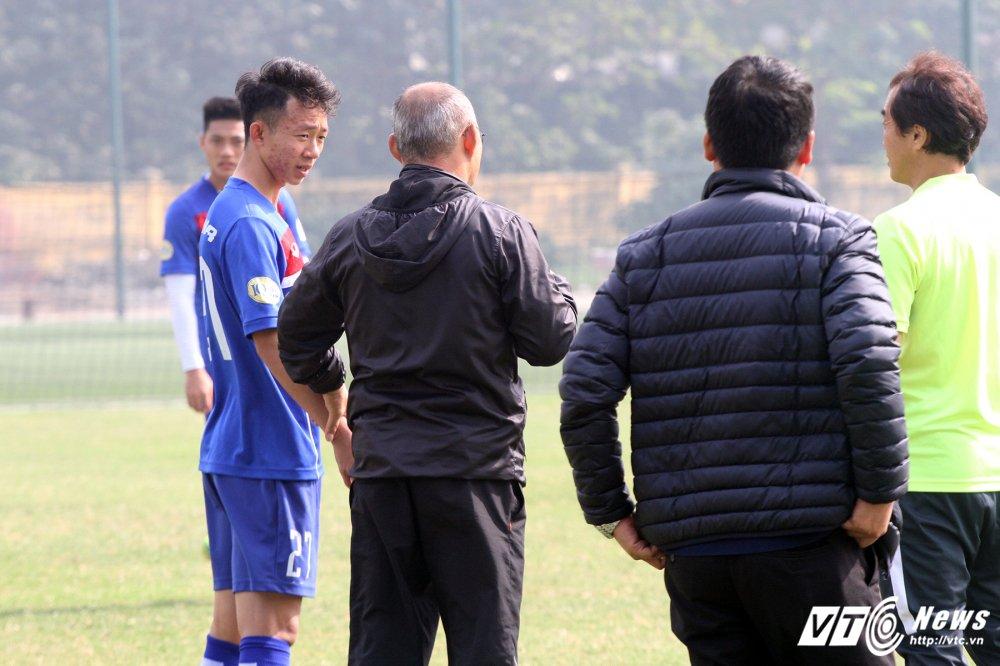 Quan bau Duc thua nhan U23 Viet Nam kem bong bong, thieu lien ket hinh anh 1