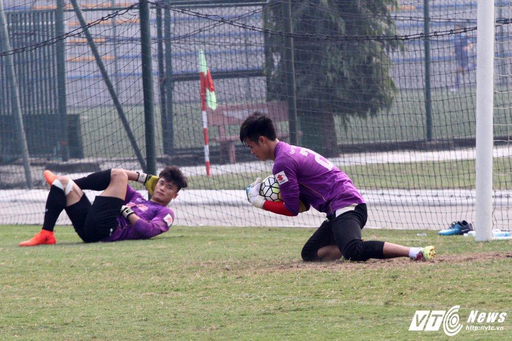 Het Giang Sinh, U23 Viet Nam lai bo hoi tai tap the luc hinh anh 8