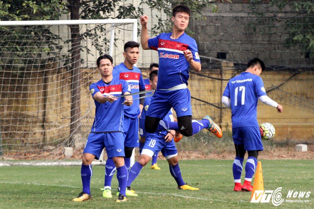 Het Giang Sinh, U23 Viet Nam lai bo hoi tai tap the luc hinh anh 2
