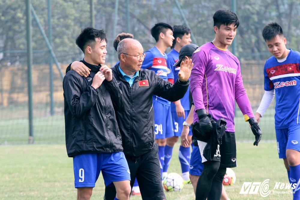 Het Giang Sinh, U23 Viet Nam lai bo hoi tai tap the luc hinh anh 10