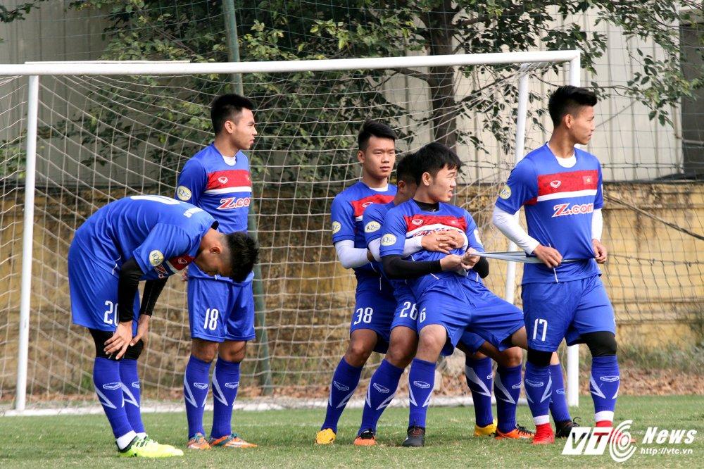 Het Giang Sinh, U23 Viet Nam lai bo hoi tai tap the luc hinh anh 4