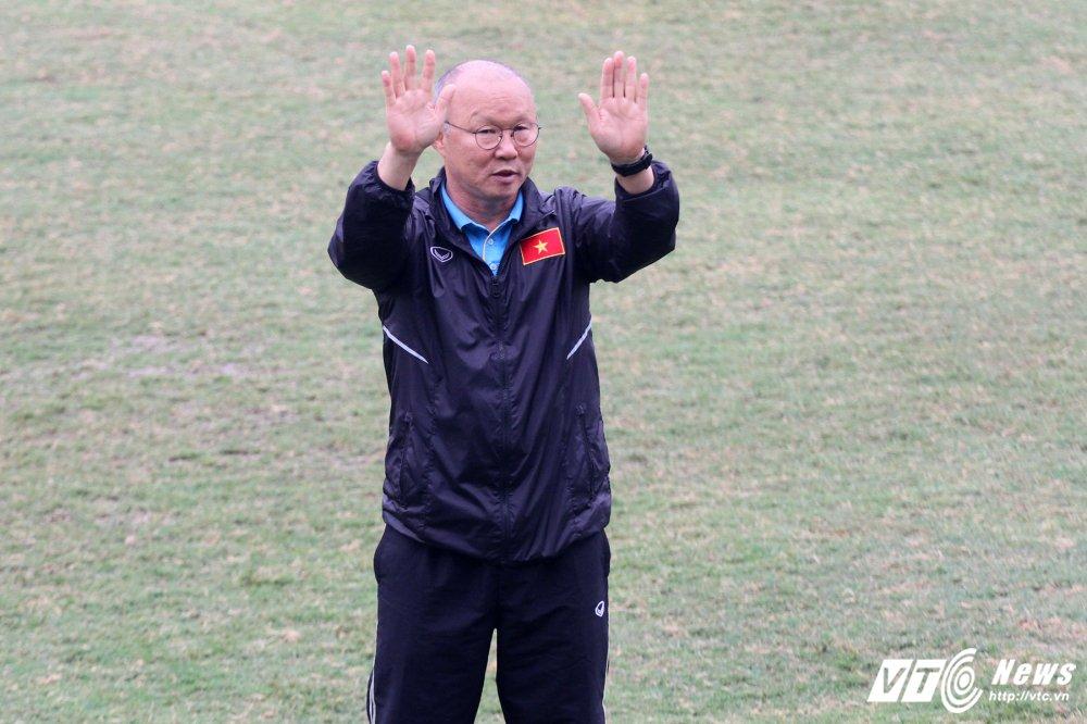 Cong Phuong tap rieng, U23 Viet Nam 'be quan' ren vu khi bi mat hinh anh 1