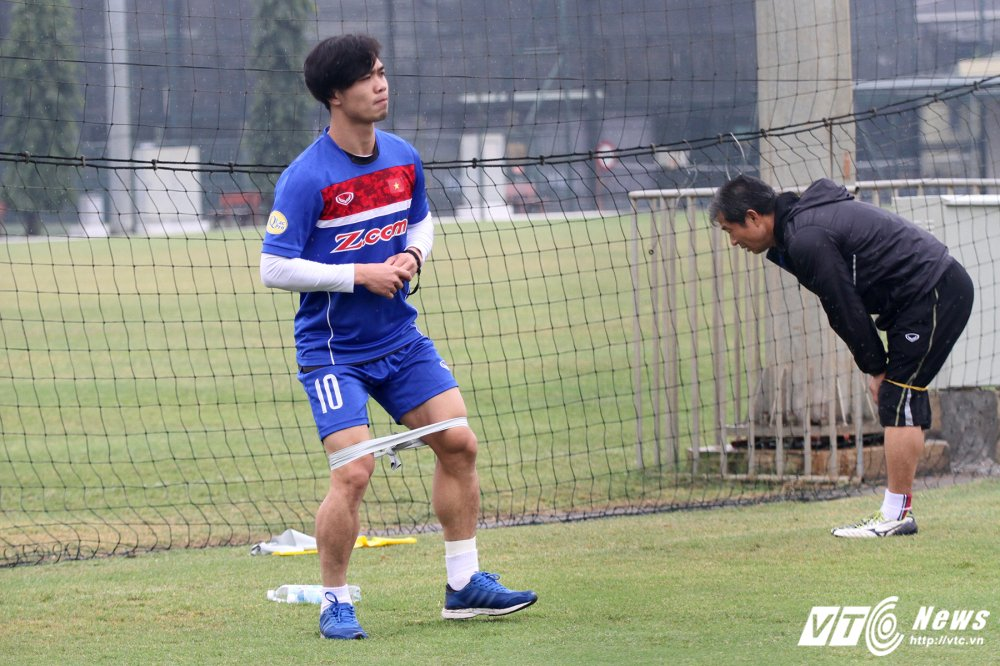 Cong Phuong tap rieng, U23 Viet Nam 'be quan' ren vu khi bi mat hinh anh 4