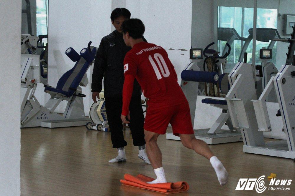 Cong Phuong hoi phuc nhanh, den luot HLV Park Hang Seo chan thuong hinh anh 5