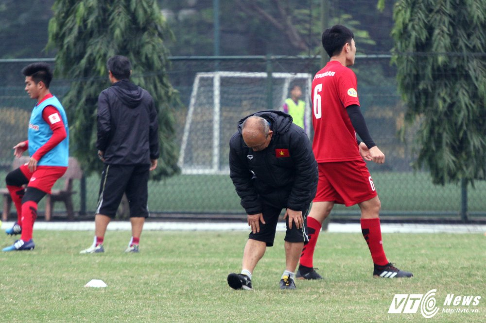 Cong Phuong hoi phuc nhanh, den luot HLV Park Hang Seo chan thuong hinh anh 8