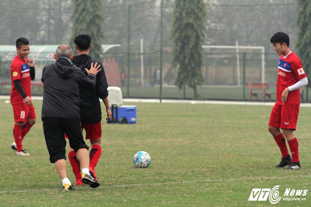 Bi hoc tro 'xau kim', HLV Park Hang Seo nga lan ra san hinh anh 6