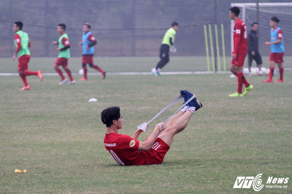 Cong Phuong binh phuc, U23 Viet Nam loai 4 cau thu hinh anh 1